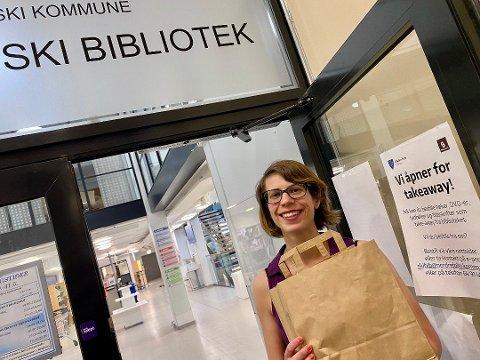 BUA-TAKEAWAY: – Utstyret må bestilles på forhånd, og du kan først hente etter at du har mottatt hentemelding som bekreftelse. Allerede nå kan du bestille det du trenger og hente det på torsdag, i god tid før helgen. Reserveringen gjør du på bibliotekenes nettsider, forteller bibliotekar ved biblioteket i Ski, Ingrid Kornstad.