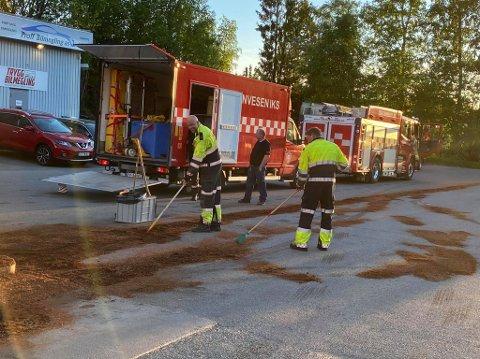Brannvesenet måtte rydde opp i en diesellekkasje på Sofiemyr mandag kveld.