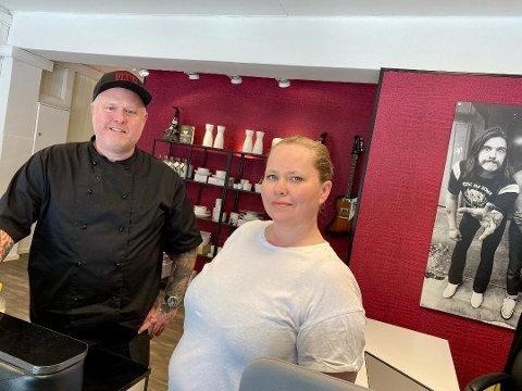 MER TAKEAWAY: Responsen på det nye takeaway-tilbudet til Rock 'n' Roll Catering i Ski var så bra at Tommy Krakeli-Svendsen og kona Janne Krakeli satser på mer takeaway i ukene som kommer.