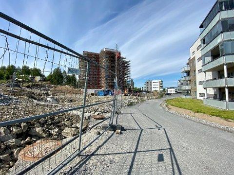 HER SKJEDDE DET: Tyver har i løpet av kvelden eller natten tatt seg inn på byggeplassen til Stjerneblokka, og tatt med seg verktøy fra stedet. '