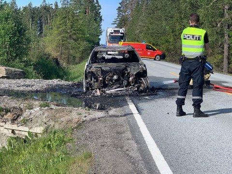 BRANT: Lørdag begynte det å brenne i en personbil i Vestby. Sjåføren kom uskadet fra det.