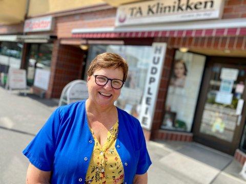 FANT DRØMMEJOBBEN: Randi Mørck Hultmann har jobbet som kraniosakral terapeut de siste 15 årene, de siste åtte årene som daglig leder av TA Klinikken i Ski. – Jeg har vært heldig. For jeg fant selve drømmejobben, sier hun.