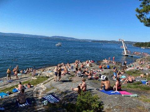 Mange tok turen til de lokale strendene i sommervarmen i helgen.