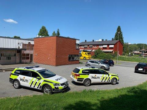 KONTROLLERTE: Politiet er aktive ute på lokalveiene for tiden, og i dag har både Ski og Siggerud fått besøk. Her ser dui politiet iaksjon på siggerud.