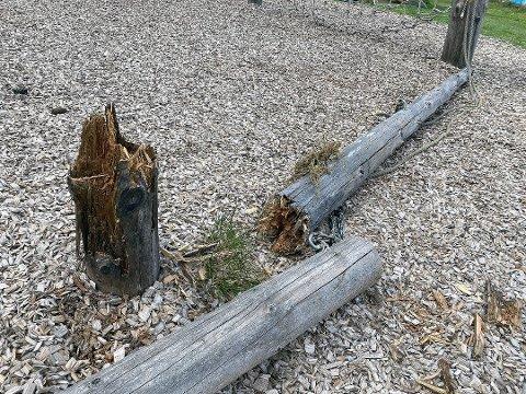 RÅTTEN: De fleste stokkene i klatreparken på Østre Greverud var pill råtne. To dager etter den alvorlige ulykken hvor en elev ble skadet og fraktet til Ullevål sykehus, ble parken fjernet.