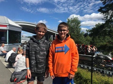 FØRSTE GANG: Jonas (9) og Mathias (11) koste seg på TUsenfryd, og attraksjonen Speedmonster ble en ny favoritt.