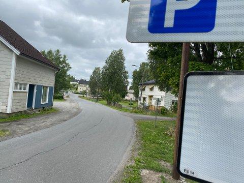 TRUENDE SITUASJON: Politiet måtte rykke ut til området ved Kråkstad stasjon onsdag.