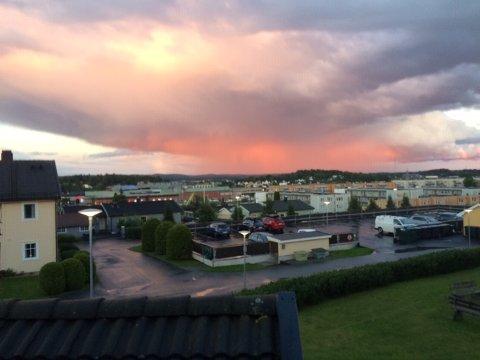 VAKKERT: Spektakulært syn på himmelen over Ski øst onsdag kveld.