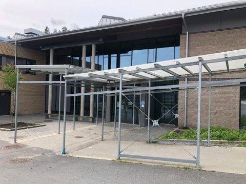 HÆRVERK: Noen har brutt seg og inn rotet kraftig på Siggerud skole denne uken.