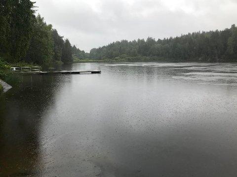 TUSSE: Etter møtet mellom Nordre Follo kommune og Regnbuen Gjenvinning har kommunen ikke bestemt om de skal anmelde saken som miljøkriminalitet eller ikke.