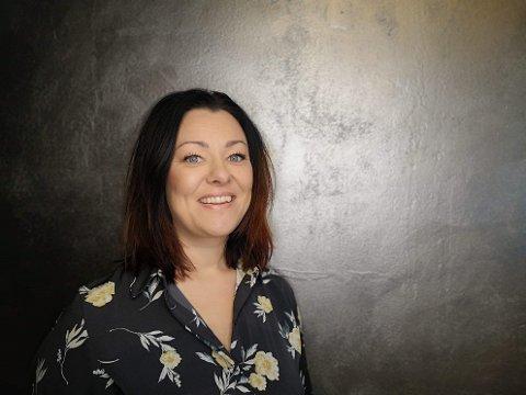 Anne-Marie Wiseth fikk søndag ettermiddag bekreftet at frisører i Nordre Follo får holde åpent. Hun står likevel ved beslutningen om å holde stengt til og med onsdag i denne situasjonen.