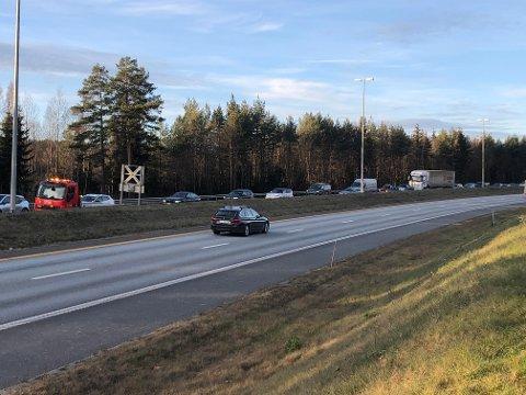VILLE IKKE KOMME FOR SENT PÅ JOBB: En trafikkulykke gjorde at kvinnen lå et par minutt etter skjema. Så ga hun gass for ikke å komme for sent på jobb.