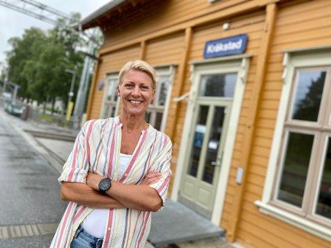 KAJAS FØRSTE: Kaja Espenes har vokst opp med matlaging og service, har tatt i et tak både i oppvasken i farens restaurant og jobbet på mange ulike serveringssteder etter det, men Stasjonskafeen på Kråkstad stasjon blir Espenes' første egne matprosjekt.