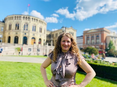 – Det er et eksempel på at det nok en gang er enkelte kommuner som tar ansvar, sier Tuva Moflag om Ås kommune innfører testing av ansatte som har vært på reise i grønne land.