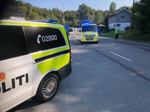 Syklisten, en mann i 30-årene, ble kjørt til sykehus etter krasj med bilist på Gamle Mossvei.