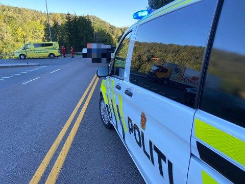 En bil og en MC er innblandet i trafikkulykken i Tussekrysset. Foto: Ole Jonny Johansen/Amta