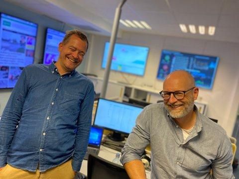 FORNØYDE: Ansvarlig redaktør Martin Gray (t.h.) og nyhetsredaktør Anders Nordheim Dahl i Østlandets Blad, gliser bredt over ØBs vekst. Lokalavisens opplag fortsetter å øke.