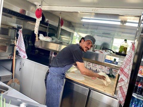 PIZZAFEBER: Pizzabaker Hassan Hadi Abed Abed har skapt pizzafeber i Nygårdskrysset med den nye Pizzavogna.