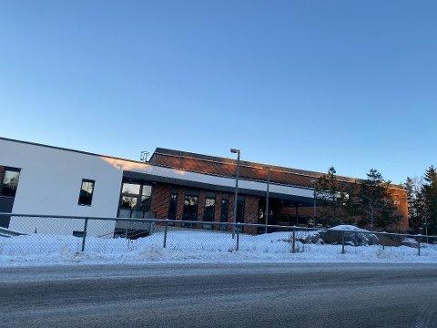 SMITTEUTBRUDD: Til sammen er 15 personer bekreftet smittet ved Roald Amundsen videregående skole.