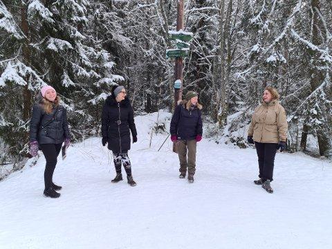 GOD STEMNING I ØSTMARKA: Marthine Seth (t. h.) søkte etter turvenner i en gruppe på Facebook og fikk god respons. Til venstre ses Anastasia Skei (43). Dekic Maida (39), Sidsel Kristine Johansen (48) og Marthine Seth (45).