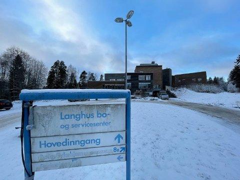 HARDT RAMMET: Utbruddet ved Langhus bo- og servicesenter brer om seg.
