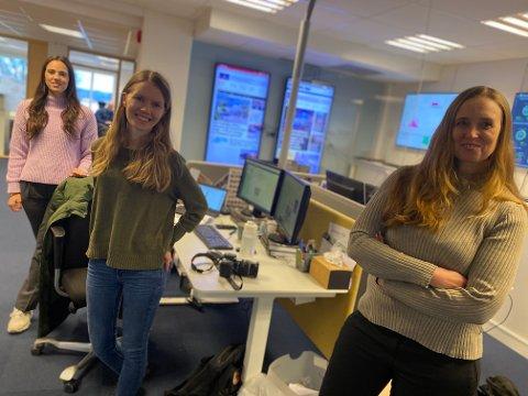 VELKOMMEN PÅ LAGET: Frontsjef Birgitte  Henriksen ( t.h.) ønsker velkommen til ØBs nye frontsjefer Marthe Laurendz Jensen (t.v.) og Vibeke Johannessen.