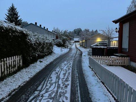 SNØ: Slik ser det ut på veiene i Follo tirsdag morgen.