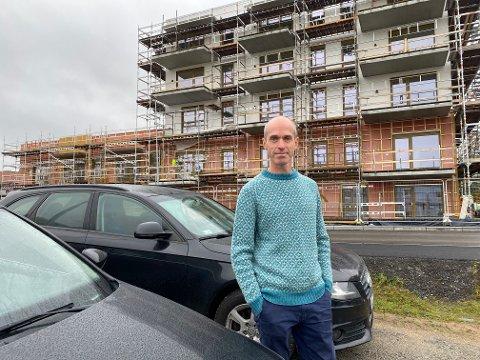 PARKERING: - Vi vil sikre tilstrekkelig med parkeringsplasser – både i boligområder, sentrum og næringsområder, sier Senterpartiets Gisle Bjørneby.