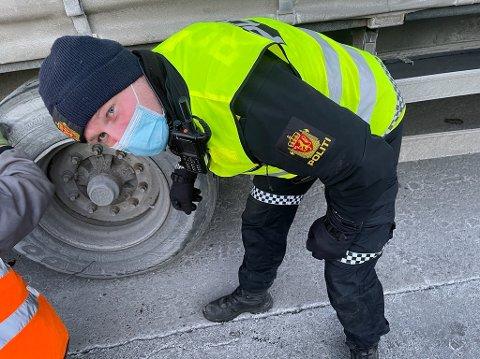 UP-sjef Rune Dahl kontrollerte trailere på E18 ved Sneissletta.