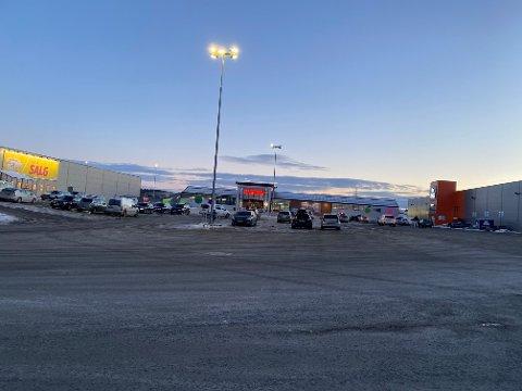 ÅPENT: Fra torsdag kan også varehusene i Ås ha åpent som normalt.
