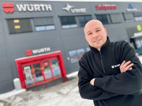 GUNSTIG MED FLYTTING: Butikksjef Morten Grønbech og Würth har merket betydelig fremgang etter at de flyttet fra Kjeppstadveien i Ski til Haugenveien på Solberg i Nordby.