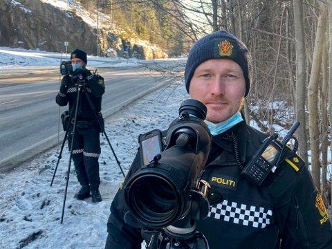 INGEN FERIE: Rune Dahl og resten av UP-gjengen står klare for å ta de som bryter trafikkreglene også i vinterferien.