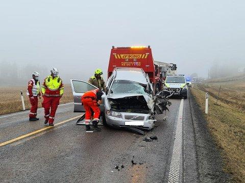 ALVORLIG HENDELSE: Tre personer var involvert i hendelsen på E18 torsdag ettermiddag. Foto: Freddie Larsen