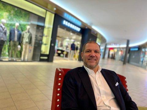 OPPGITT: Butikksjef hos Skonnord på ski Storsenter, Ole Henrik Bacher, er oppgitt over det han mener er forskjellsbehandling i regjerningens og Nordre Follo kommunes koronatiltak.