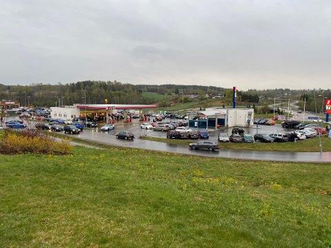 KOM FRA BILTREFF: De tre førerne fra Romerike kom fra et biltreff ved Nygårdskrysset våren 2019 da de ble tatt. Bildet er fra et biltreff samme sted i 2020.
