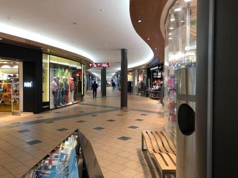 LOCKDOWN: Hele Viken er preget av de nye tiltakene, og også storsentrene våre har i dag måttet stenge en rekke butikker, men flere er åpne.