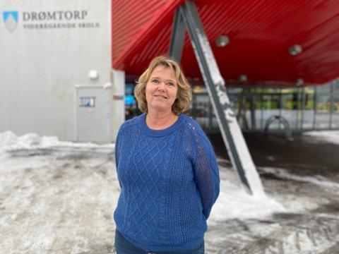 LEI: Sissel Onstad, rektor ved Drømtorp videregående skole har forståelse for at elevene begynner å bli lei av korona.