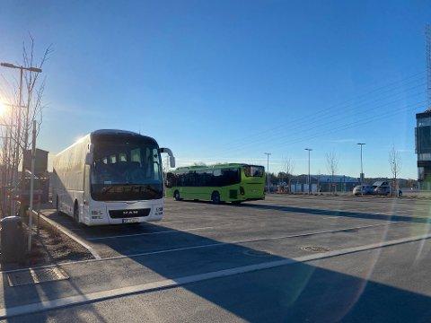 BUSS FOR TOG: Fra i dag er det buss for tog på deler av Østfoldbanen. Her fra Ski stasjon torsdag morgen.
