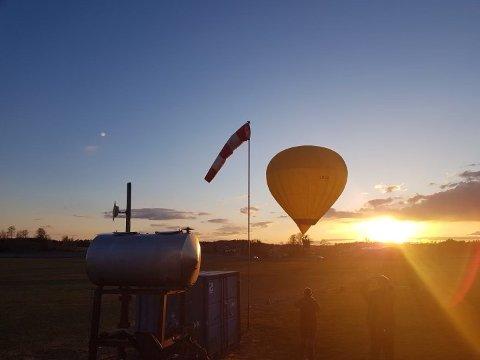FANTASTISK UTSIKT: Det er ingen tvil om at det må ha vært fantastisk utsikt fra denne luftballongen i kveld.