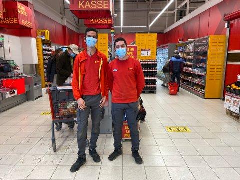 PÅ JOBB: Søndag ettermiddag var det Sami Hadouchi og Bamo Noah Alisalih som var på jobb på Extra Sofiemyr.