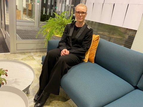 HURTIGTESTER: Kommuneoverlege Kerstin Anine Johsnen Myhrvold tror ikke elever og studenter vil føle ubehag ved når de selv skal ta hurtigtester.