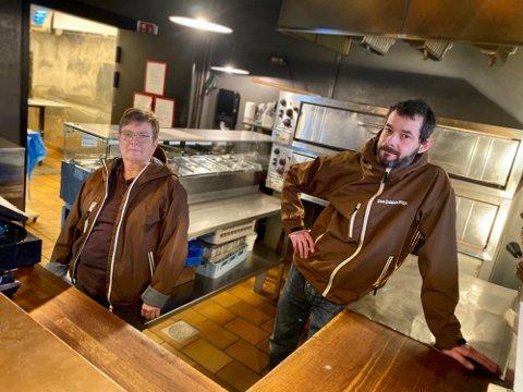 LEGGER NED: Etter å ha slitt i Askim i flere år, legger Pablo Lopez ned Don Pablos Pizza i kraftbyen. Sissel Andersen er blant de fem ansatte som nå står uten jobb.
