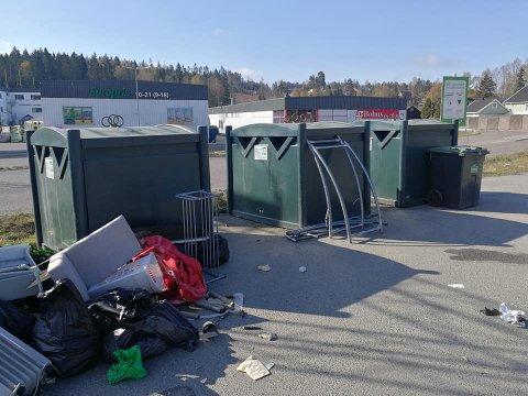 MYE: Knut O Geelmuyden Thon postet dette bilde på Ås venner for å vise hvor mye søppel folk dumper på Vinterbro