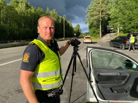 VARMT: UP har hatt en behagelig og forholdsvis rolig dag på jobb i sommervarmen. Bildet er tatt under en kontroll i Nessetveien i fjor sommer.