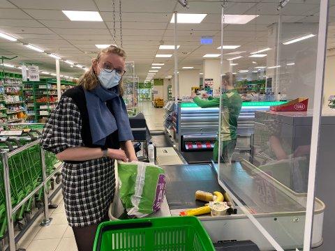 Maren Jota må finne seg ny butikk å handle i fra 15. mai. - Det har vært veldig praktisk å handle her, sier hun.