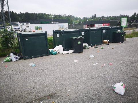 GRISERI: Kjell-Erik Andal ble forskrekket over synet av restplassen på Vinterbro. Dette knipset han med mobilen sin.