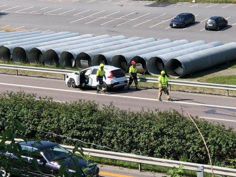 ULYKKE: Det har skjedd en ulykke mellom personbil og vogntog.