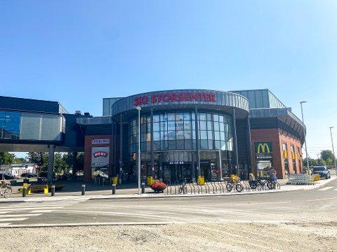 OVERRASKENDE TALL: Flere butikker på Ski storsenter ble overrasket over salget i sommer. Senteret har hatt en stor forandring siden i fjor.