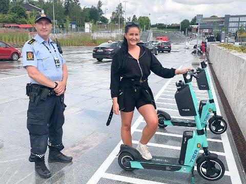 HELT PÅ SIN PLASS: Sarah Berdal (24) fra Ski parkerer elsparkesykkelen akkurat der hun skal på Ski stasjon. Politioverbetjent Truls Hjortnæs liker ordningen med parkeringssoner som er etablert i Ski sentrum.