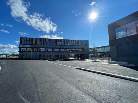 DRAMATISK: Fredag ettermiddag måtte politiet rykke ut til Ås VGS i forbindelse med et slagsmål.